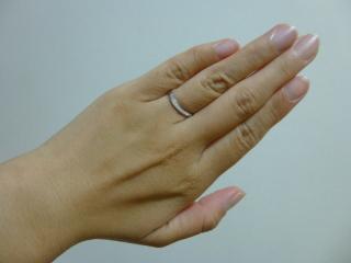 【4℃(ヨンドシー)の口コミ】 婚約指輪と重ねづけがしたかったので重ねづけをして形が合うところと、シン…