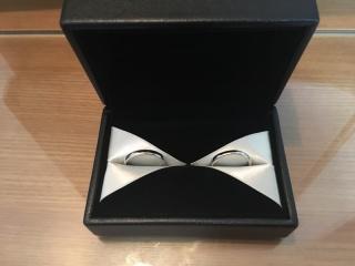 【エクセルコダイヤモンド(EXELCO DIAMOND)の口コミ】 s字に湾曲した形状、指輪の太さ、価格…全てが2人のイメー…