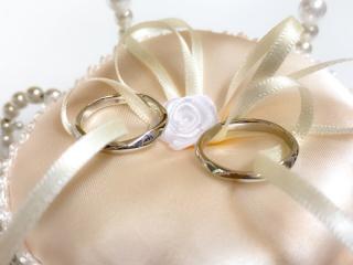 【俄(にわか)の口コミ】 婚約指輪も同じものをもらったので、絶対にお揃いがいいと考えていました。…