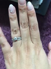 【ティファニー(Tiffany & Co.)の口コミ】 サプライズで頂いた婚約指輪と同じタイプ(中央にダイヤがないもの)があっ…