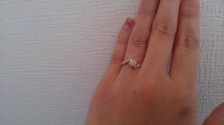 【Ponte Vecchio(ポンテヴェキオ)の口コミ】 特徴的な指輪が欲しかったので満足しています。 ダイヤ部分の凹凸が大きい…