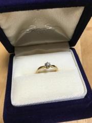 【agete(アガット)の口コミ】 婚約指輪はゴールドと決めていたので、こちらの店舗にしました。ゴールド…