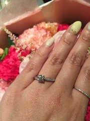【ティファニー(Tiffany & Co.)の口コミ】 婚約指輪はゴージャスなものが欲しいと彼におねだりをし、中央に大きなダイ…