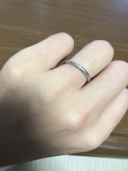 【フラー・ジャコー(FURRER-JACOT)の口コミ】 旦那が指輪が苦手なのもあり、軽くてつけているのも分からない位の物が良く…