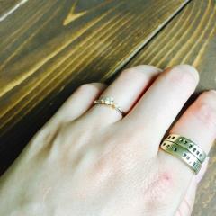 【MUQBEL(ムクベル)の口コミ】 マリッジリングとの重ね付けもできるものをと考えていました。 婚約指輪な…