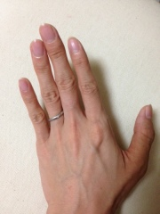 【カルティエ(Cartier)の口コミ】 曲線がとても美しく、指をきれいにみせてくれる指輪です。また、全部で3…