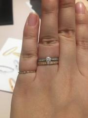 【TRECENTI(トレセンテ)の口コミ】 婚約指輪と重ねて着けても違和感なく、また単品でもキラキラと可愛いエタ…