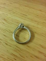【銀座ダイヤモンドシライシの口コミ】 ダイヤモンドリリーという名前からも連想できるように、このリングは百合…