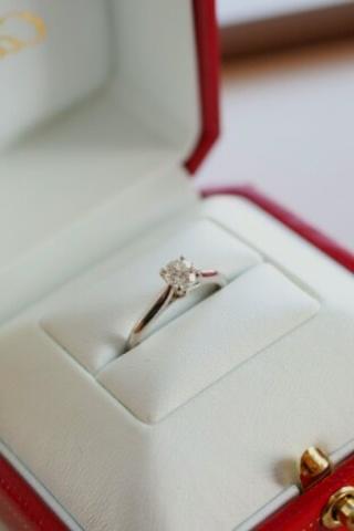 【カルティエ(Cartier)の口コミ】 シンプルかつ量感のあるダイヤモンドが付いているタイプを希望でしたのでこ…
