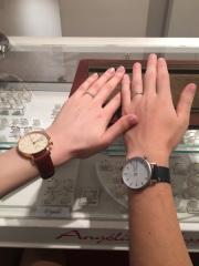 【アンジェリックフォセッテ(Angelique Fossette)の口コミ】 他の指輪と重ね付けできるデザインにしました。重ね付けのことを考え、Vカ…
