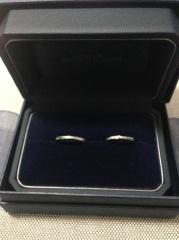 【銀座ダイヤモンドシライシの口コミ】 小さなダイヤモンドがリボンのようにデザインされているところに一目惚れ…