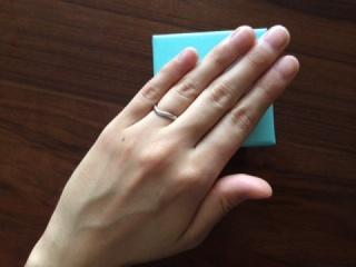 【ティファニー(Tiffany & Co.)の口コミ】 結婚指輪なのでシンプルなデザインのものがよいと思い探しておりました。 …