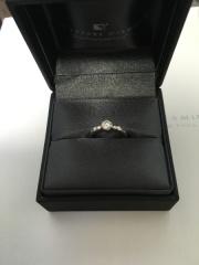 【ラザール ダイヤモンド(LAZARE DIAMOND)の口コミ】 デザインが大好きです。 自分の指とリングの太さが合っているように感じま…