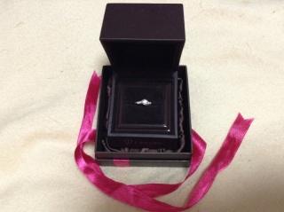 【アイプリモ(I-PRIMO)の口コミ】 婚約指輪なのでダイヤモンドが付いているものがいいと思いました。指が細…