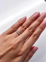 【ROYAL ASSCHER(ロイヤル・アッシャー)の口コミ】 ロイヤルアッシャーの特徴である「白い輝き」に一目ぼれし、こちらの指輪に…