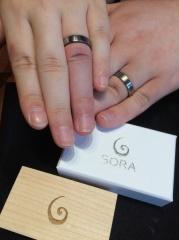 【SORA(ソラ)の口コミ】 結婚指輪というと金やプラチナなど一色のみだと思っていました。そんなと…