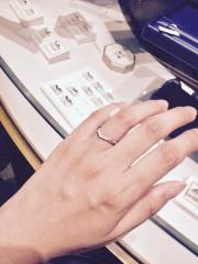 【銀座ダイヤモンドシライシの口コミ】 他ブランドの指輪と比べて、つけ心地が良かったのでこのブランドを選びま…
