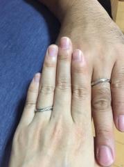 【銀座ダイヤモンドシライシの口コミ】 V字型の指輪を探していて、素敵なデザインを見つけることができました。付…