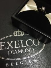 【エクセルコダイヤモンド(EXELCO DIAMOND)の口コミ】 シンプルなデザインで婚約指輪を探していました。 このセレモニーは上から…