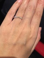 【銀座ダイヤモンドシライシの口コミ】 1つ1つの輝きが綺麗なダイヤモンドが表面にびっちりしきつめられておりす…