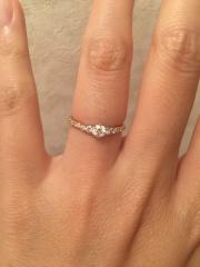 【銀座ダイヤモンドシライシの口コミ】 真ん中に大きなダイヤがついて、さらにリングにもダイヤが散りばめられて…