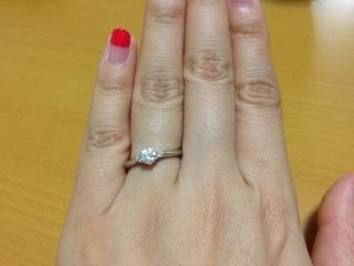 【ラザール ダイヤモンド(LAZARE DIAMOND)の口コミ】 デザインと価格とダイヤモンドの質を加味して決定しました。一粒ダイヤに憧…