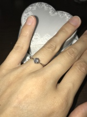 【LEHAIM(レハイム)の口コミ】 上品でシンプル、なおかつ華奢で指が綺麗に見えるデザインの指輪を探してい…