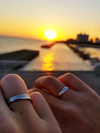 【Ptau(ピトー)の口コミ】 指輪をはめてみた時の感じが良かったです。指輪デザインもシンプルなもの…