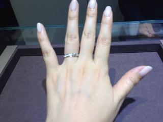 【ショーメ(CHAUMET)の口コミ】 ショーメでの結婚指輪の人気シリーズといえば、おなじみの「トルサード」。…