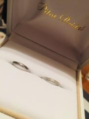 【PILOT BRIDAL(パイロットブライダル)の口コミ】 ミルウチのデザインで、細みの指輪を探していた中、丁度好みのデザインで、…