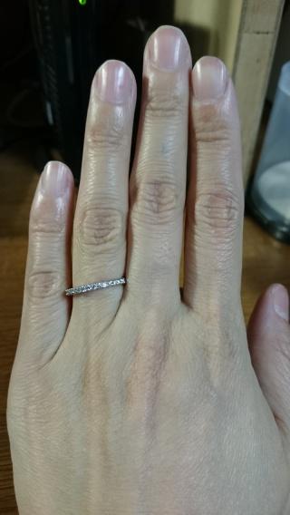 【銀座ダイヤモンドシライシの口コミ】 結婚指輪を付けるのであれば、エタニティリングと決めていました。フェア…