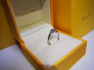 【ケイウノ ブライダル(K.UNO BRIDAL)の口コミ】 直感です。ミル打ちのリングを他の店でもいくつか見てまわったのですが、 …