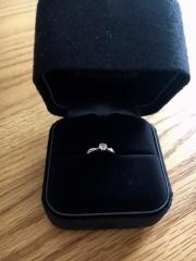 【ティファニー(Tiffany & Co.)の口コミ】 婚約指輪として購入しました。ずっと着用するものではないけれど、一生も…