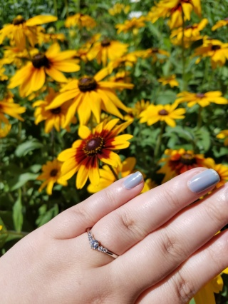 【アイプリモ(I-PRIMO)の口コミ】 指輪の決め手はデザインです。私は体も大きく、もちろん指も太いので直線…