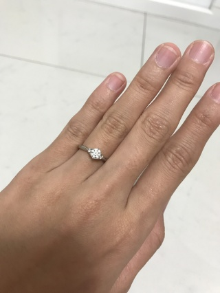【銀座ダイヤモンドシライシの口コミ】 思い当たる指輪やさんはほぼ見に行き、試着させて頂きました。その中でもこ…