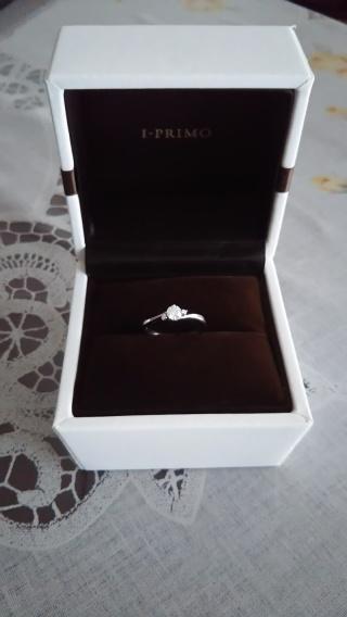 【アイプリモ(I-PRIMO)の口コミ】 結婚指輪と同時に婚約指輪も購入しました。セットリングでは無いのですが同…