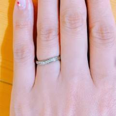 【Aroode(アローデ)の口コミ】 金属アレルギーでも華奢でプラチナのリングのようにダイヤがしっかりと入…