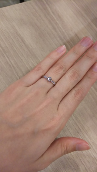 【oriental diamond(オリエンタルダイヤモンド)の口コミ】 なんといってもセミオーダーなところ。 枠のデザインを選び、ダイヤ自体を…