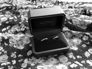 【銀座ダイヤモンドシライシの口コミ】 ウェーブしたデザインが気に入ったことと、ダイヤモンドの綺麗な輝きが素…