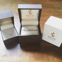 【BAUM(バーム)の口コミ】 婚約指輪と重ね付けできるデザインであることと、夫がずっと槌目模様の指輪…