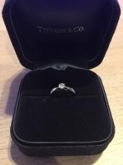 【ティファニー(Tiffany & Co.)の口コミ】 婚約指輪は絶対にTiffanyと決めていました。昔から憧れがあり、プロポーズ…
