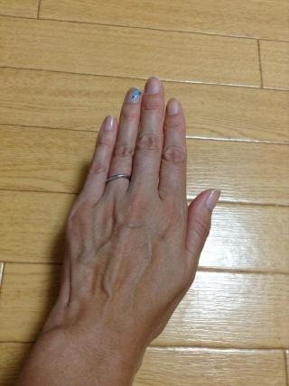 【4℃(ヨンドシー)の口コミ】 購入当時、ダイアモンド付きのデザインが多かったのですが、 シンプルなデ…
