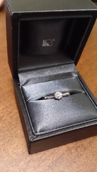 【ラザール ダイヤモンド(LAZARE DIAMOND)の口コミ】 ダイヤは一つ、全体的にシンプルなもので探していました。相手があまり指輪…