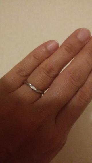 【4℃(ヨンドシー)の口コミ】 マリッジリングはずっと身につけるものなので、デザインがシンプルで指輪…