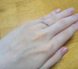 【canal4℃(カナルヨンドシー)の口コミ】 指が短いため、細めの指輪にしたいと以前から思っていました。 こちらの指…