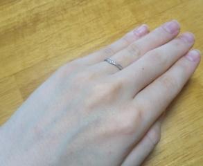 【canal4℃(カナルヨンドシー)の口コミ】 結婚指輪は、控えめで普段使いしやすいデザインのものを探していたので、ピ…