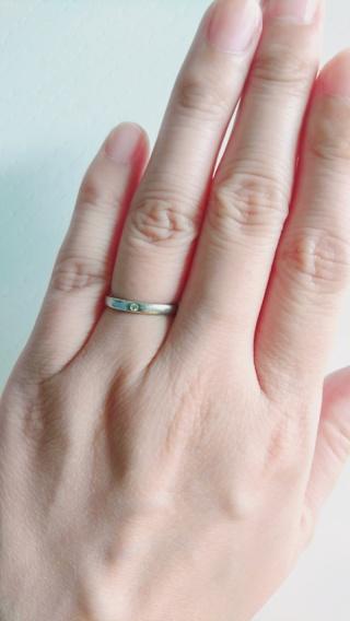 【4℃(ヨンドシー)の口コミ】 婚約指輪がこちらのブランドでしたので結婚指輪もこちらで購入しました。シ…