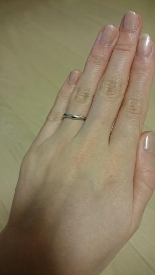 【ブルガリ(BVLGARI)の口コミ】 婚約指輪とセットではめても素敵に見えるようなデザインにしました。湾曲…