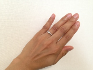 【ラザール ダイヤモンド(LAZARE DIAMOND)の口コミ】 一目でデザインを気に入り、婚約指輪に決めました。 華やかで、どこから見…