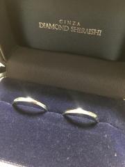 【銀座ダイヤモンドシライシの口コミ】 もともともう少しデザインがあるリングを見ていましたが、ずっとつけるも…